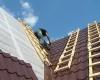 Как правильно покрыть крышу металлочерепицей?
