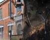 """Строитель  случайно обрушил старинное здание, вытащив """"неправильный"""" кирпич"""