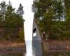 Памятник жертвам терактов в Норвегии