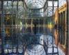 Хрустальный дворец в Мадриде превратился в Радужный дворец