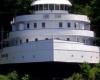 Грузовое судно реконструировали в отель