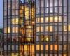 Лестница в виде стакана с кубиками льда - лучший архитектурный проект года в Азии