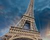 Фрагмент Эйфелевой башни в Париже был продан за € 170,000